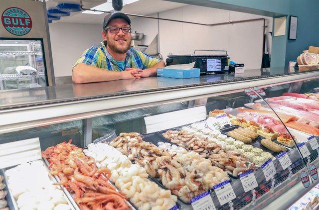 VL-COVER-Pig-Seafood-Guy_Garrett-Osburn.jpg
