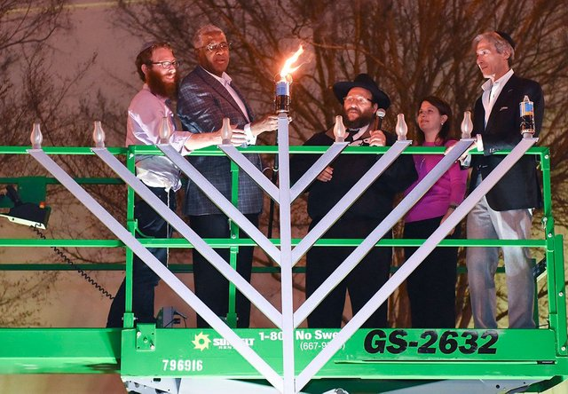 EVENTS-Menorah-Ceremony12.jpg