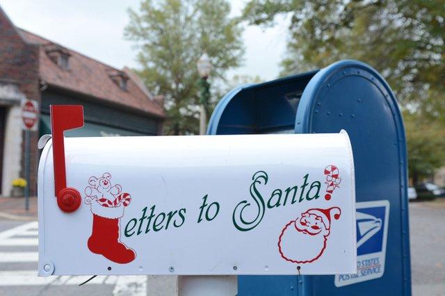 EVENTS---Santa-Mailbox.jpg