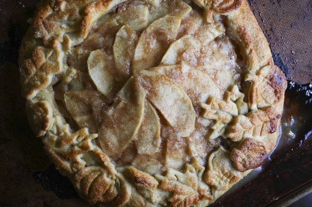 280 HV VV VL COMM What's Cooking Homemade Pie Crust 1.jpg