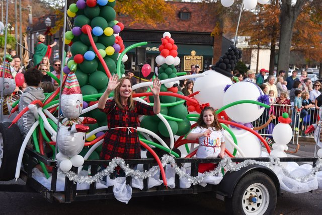 VL-COVER-EVENTS-HolidayParade-39.jpg