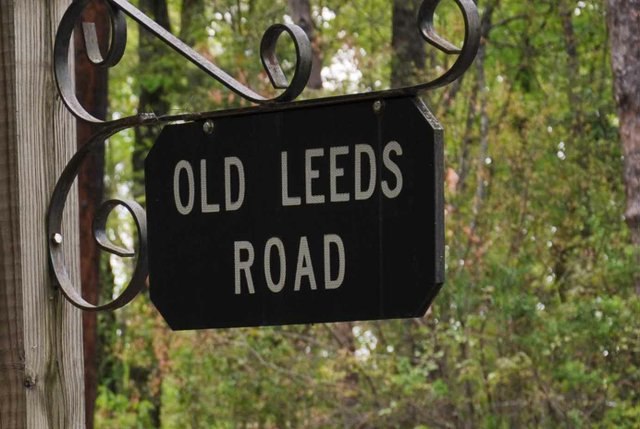1013 Old Leeds Road Sign