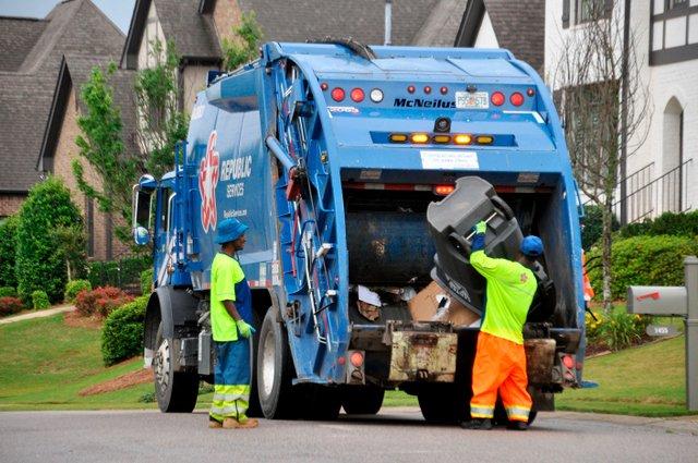 SUN-CITY-Garbage-collection-Republic_JA2.jpg