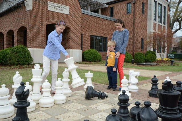 Crestline Chess Set