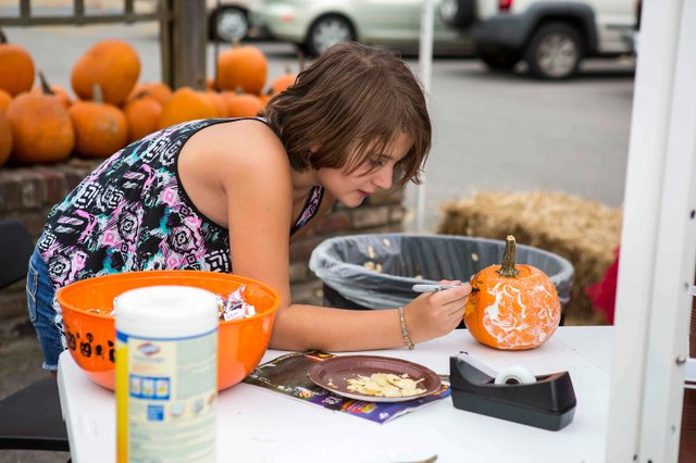 Oak Street Pumpkin Contest