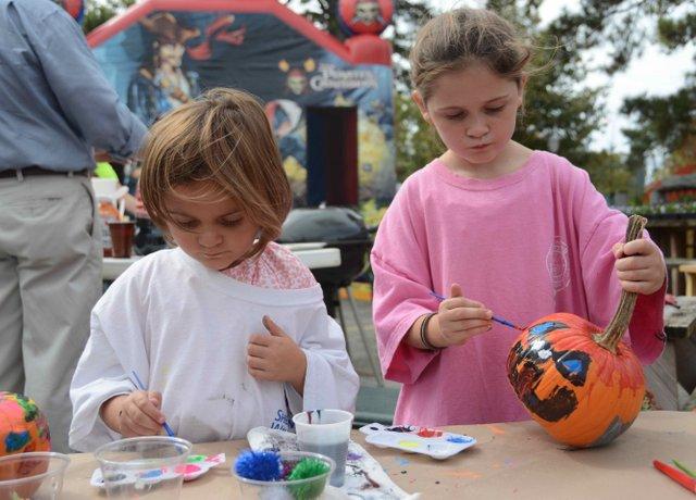 Oak Street Pumpkin Contest
